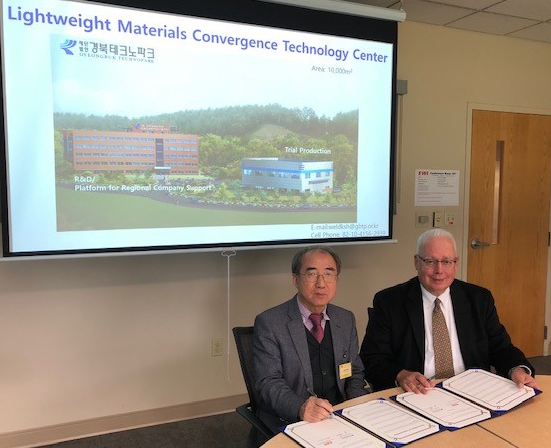 Dr. Sook-Hwan Kim, Director of Lightweight Materials Convergence Technology Center of GBTP, and Chris Kiminas, President of EWI -Ohio Operations, sign Memorandum of Understanding